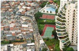 Favela de Paraisópolis (swimming pools). This favela (shanti town) on the left is ironically called Paraisópolis (Paradise city). Photo: Tuca Vieira