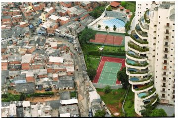 Favela de Paraisópolis (swimming pools). This favela (shanti town) on the left is ironically called Paraisópolis (Paradise city). Photo: Tuca Vieira